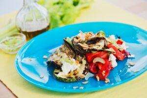 insalata-di-verdure-con-caprino-mandorle