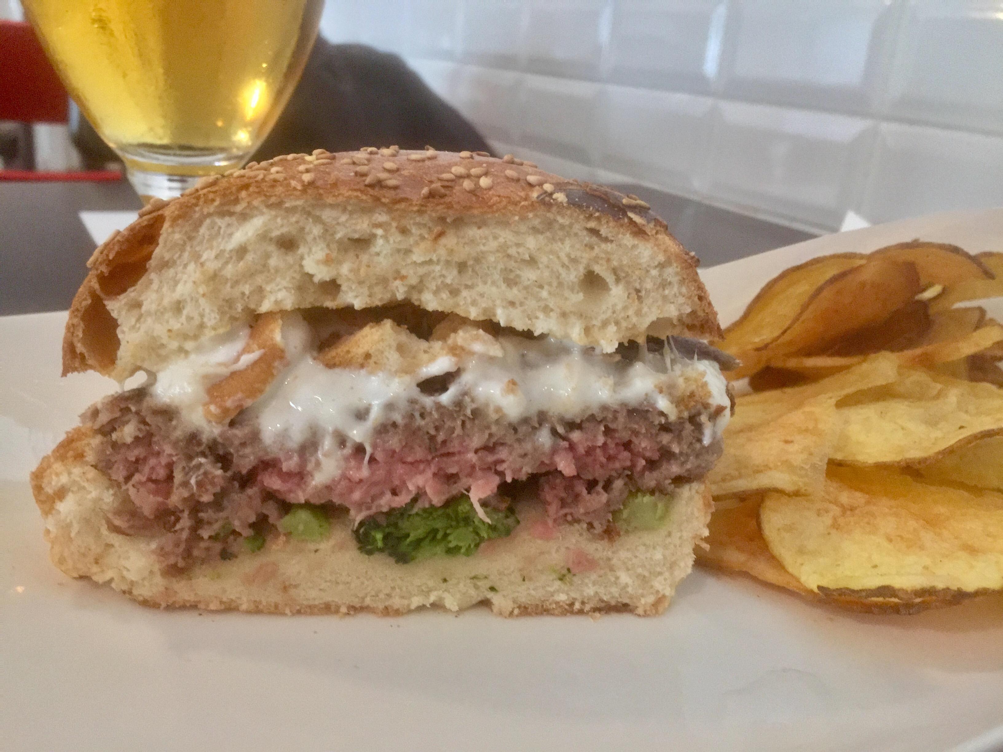 Sezione di un Burger di Fatto-Bene Burger
