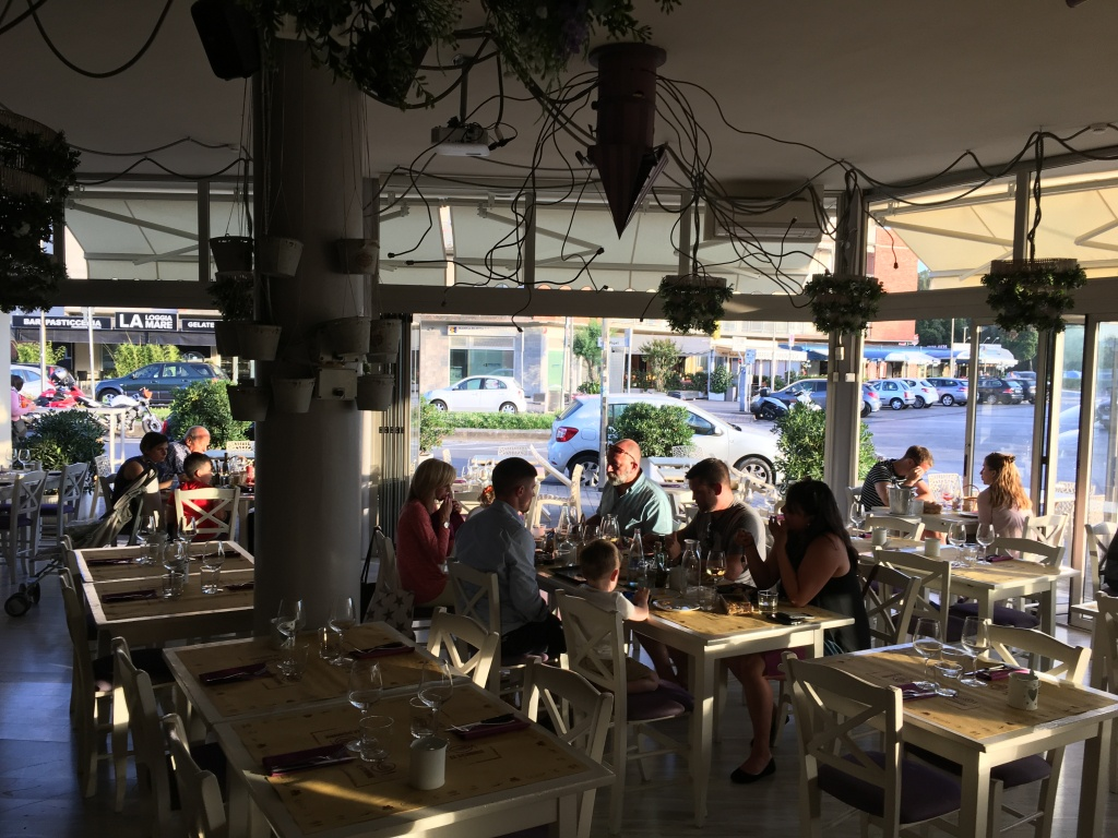 Veduta della sala ristorante Le Scimmie Grill