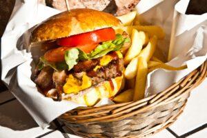 212 Burger nel cestino di vimini