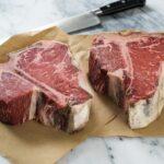 Il nuovo modo per cuocere le bistecche si chiama Standing Steak